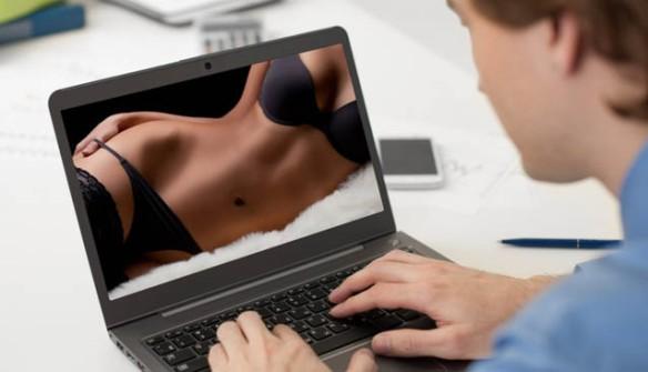 Sexo_hombre_ordenador_porno_destacada